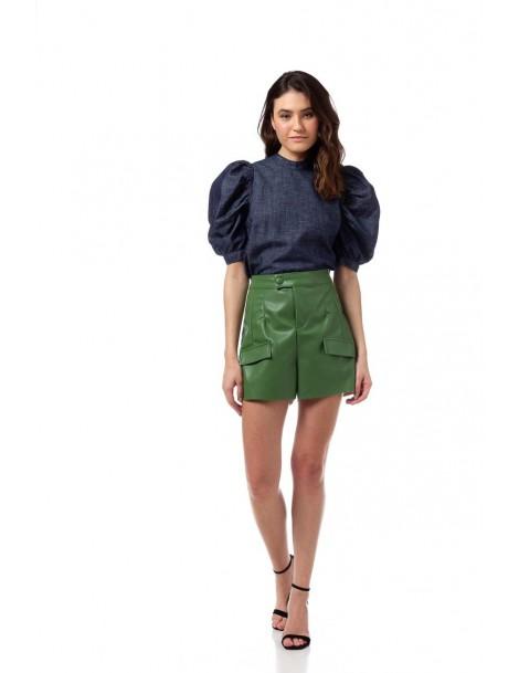 Short en color verde con...